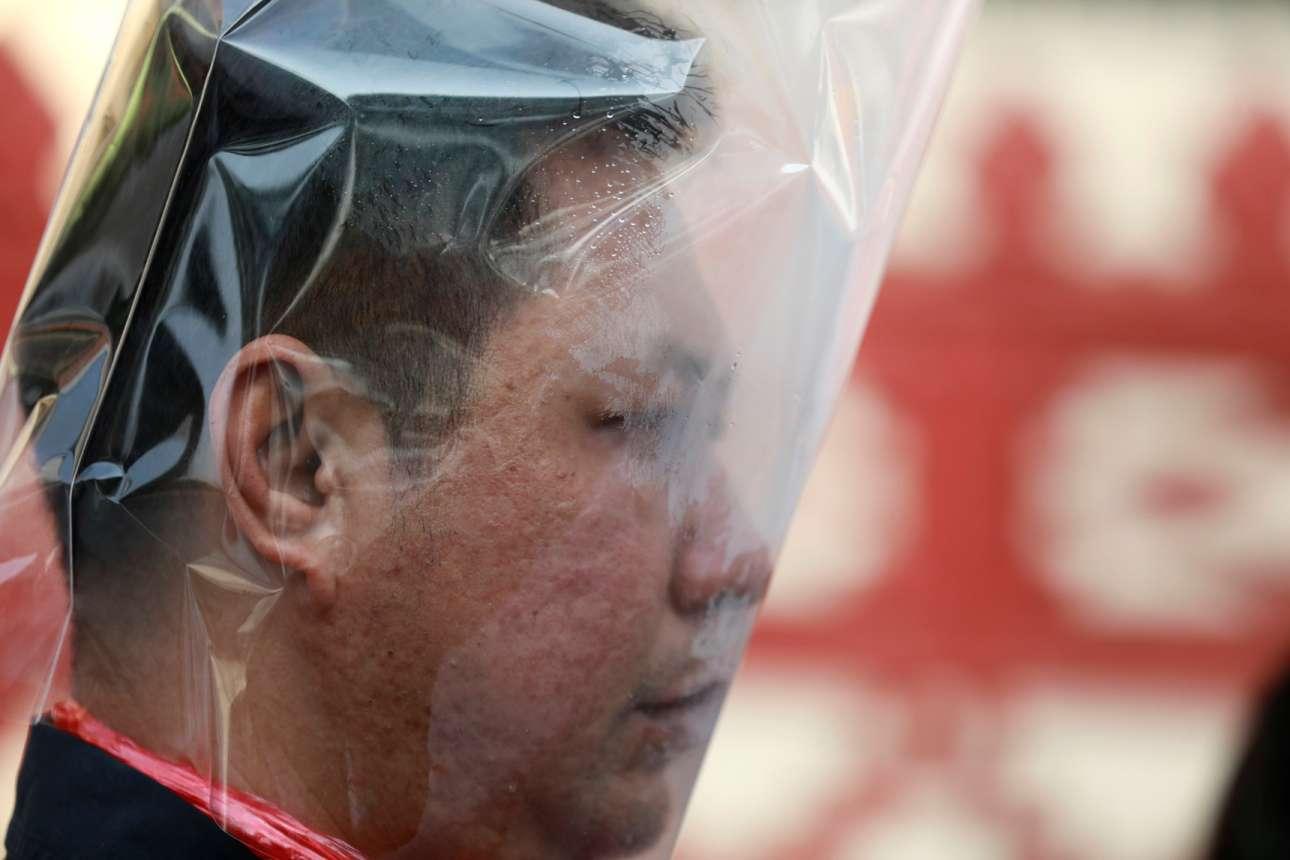 Μπανγκόκ, Ταϊλάνδη: κλιματικός ακτιβιστής ρισκάρει με την ασφυξία διαμαρτυρόμερος για την ατμοσφαιρική ρύπανση