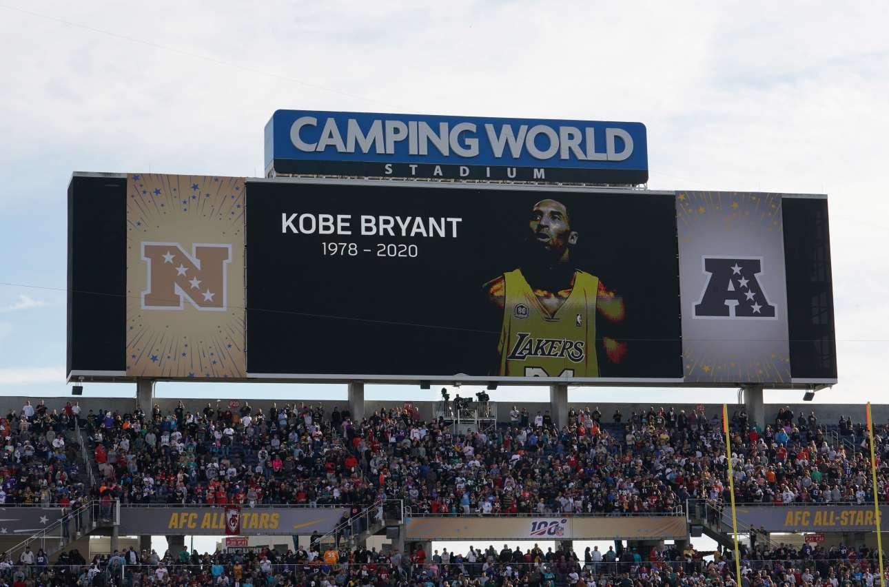 Ενός λεπτού σιγή στο Ορλάντο της Φλόριντα σε αγώνα του αμερικανικού φούτμπολ (Kirby Lee-USA TODAY Sports)