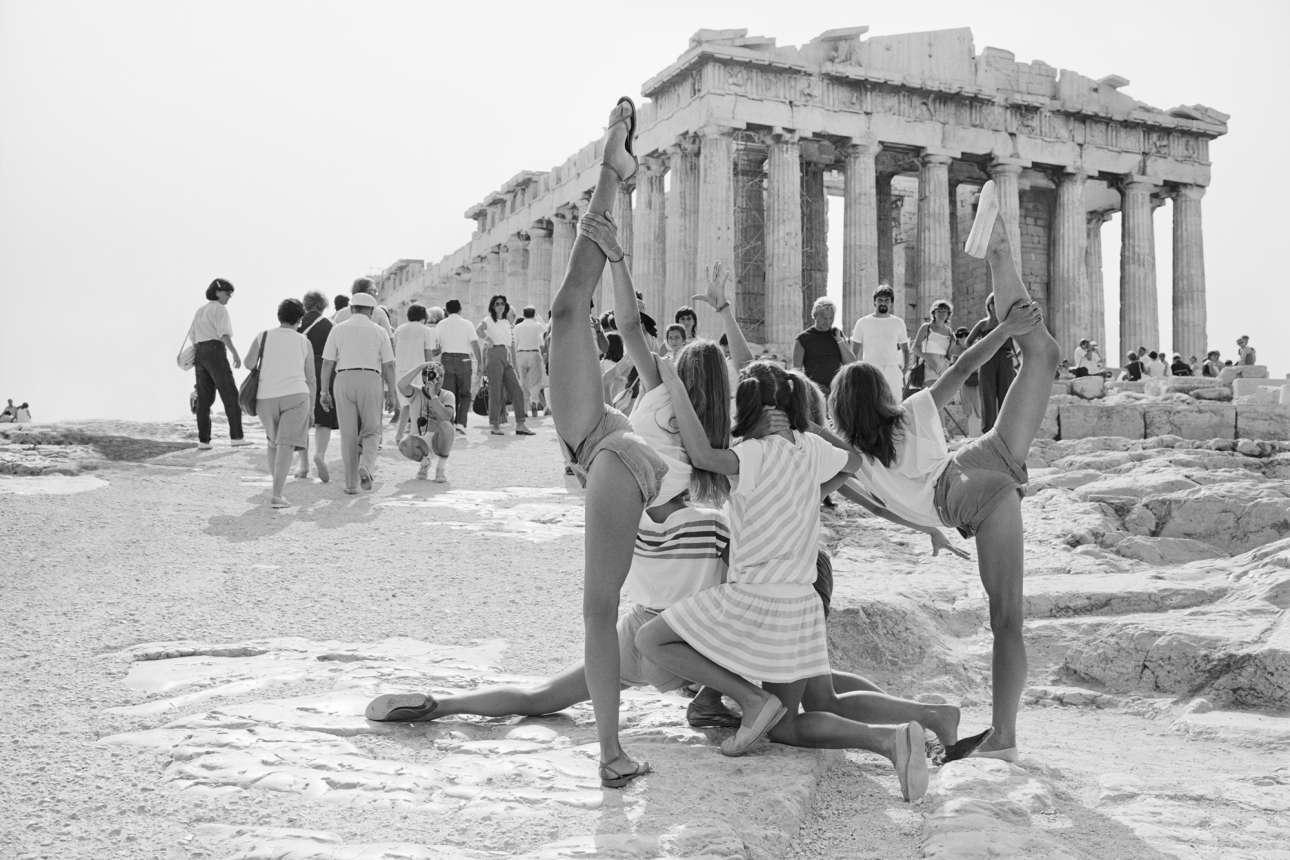 «Τράβηξα τις φωτογραφίες της Ακρόπολης τα καλοκαίρια του 1983 και 1984, κάτω από πολύ έντονη ζέστη και εκτυφλωτικό φως» θυμάται ο φωτογράφος