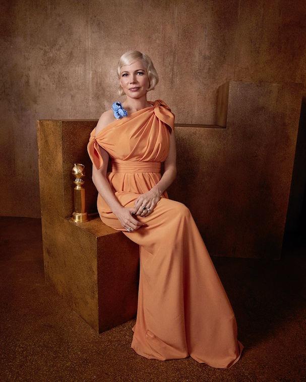 Η Μισέλ Ουίλιαμς με τη Χρυσή Σφαίρα για την ερμηνεία της για τη μίνι σειρά «Fosse/Verdon»