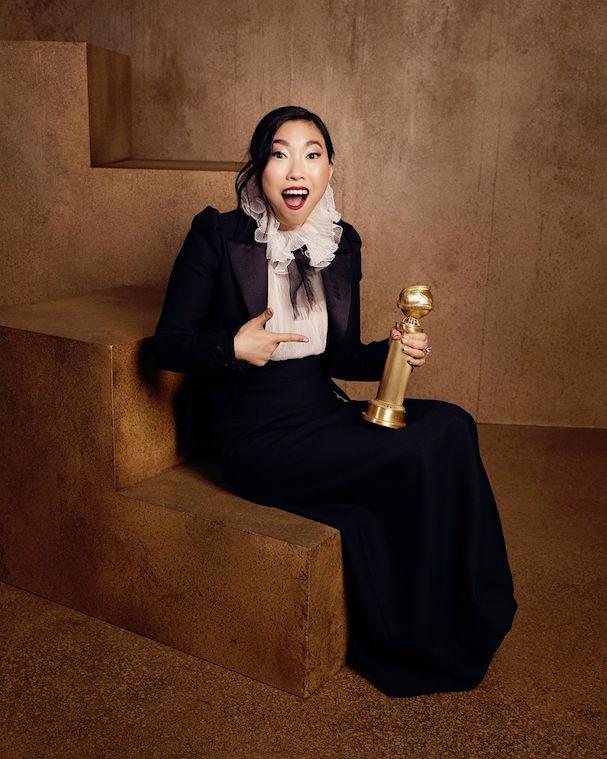 H Αουκουαφίνα, με τη Χρυσή Σφαίρα για την ερμηνεία της στο «The Farewell». Είναι η πρώτη ασιατικής καταγωγής ηθοποιός που τιμάται από την Ενωση Ανταποκριτών του Χόλιγουντ με βραβείο α' γυναικείου ρόλου