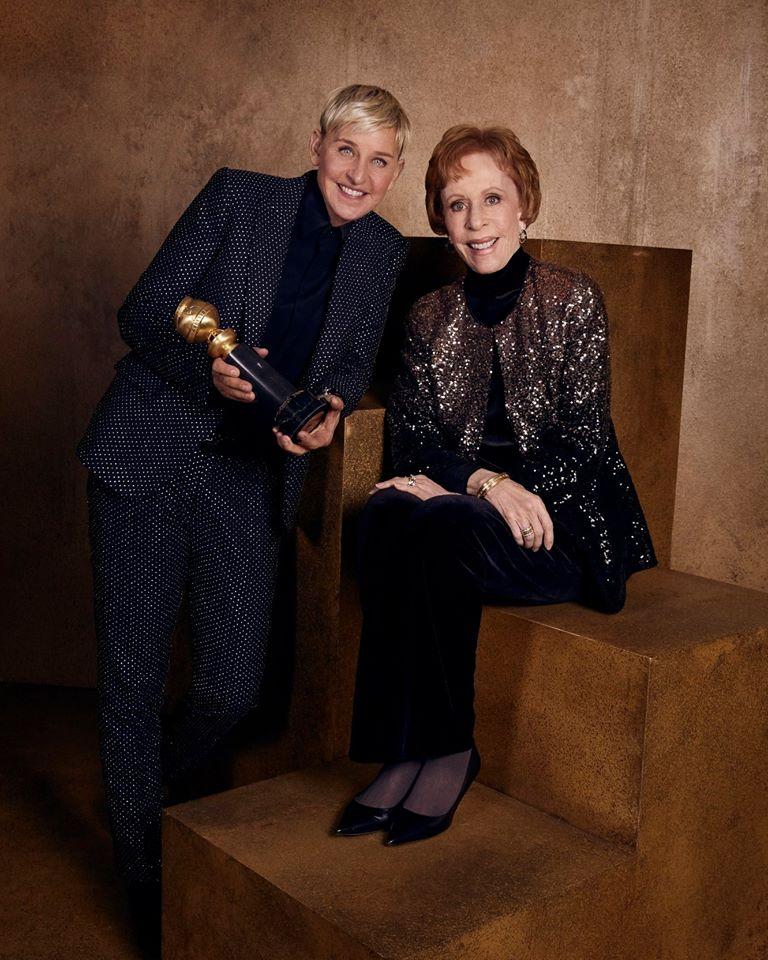 H Ελεν ντε Τζενέρις με την Κάρολ Μπερνέτ και το βραβείο «Carol Burnett» για τη συμβολή της στην τηλεόραση.