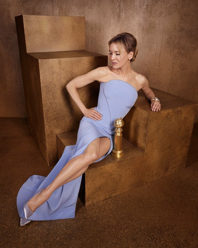 H Ρενέ Ζελβέγκερ με τη Χρυσή Σφαίρα για την ερμηνεία της ως Τζούντι Γκάρλαντ στο «Judy»