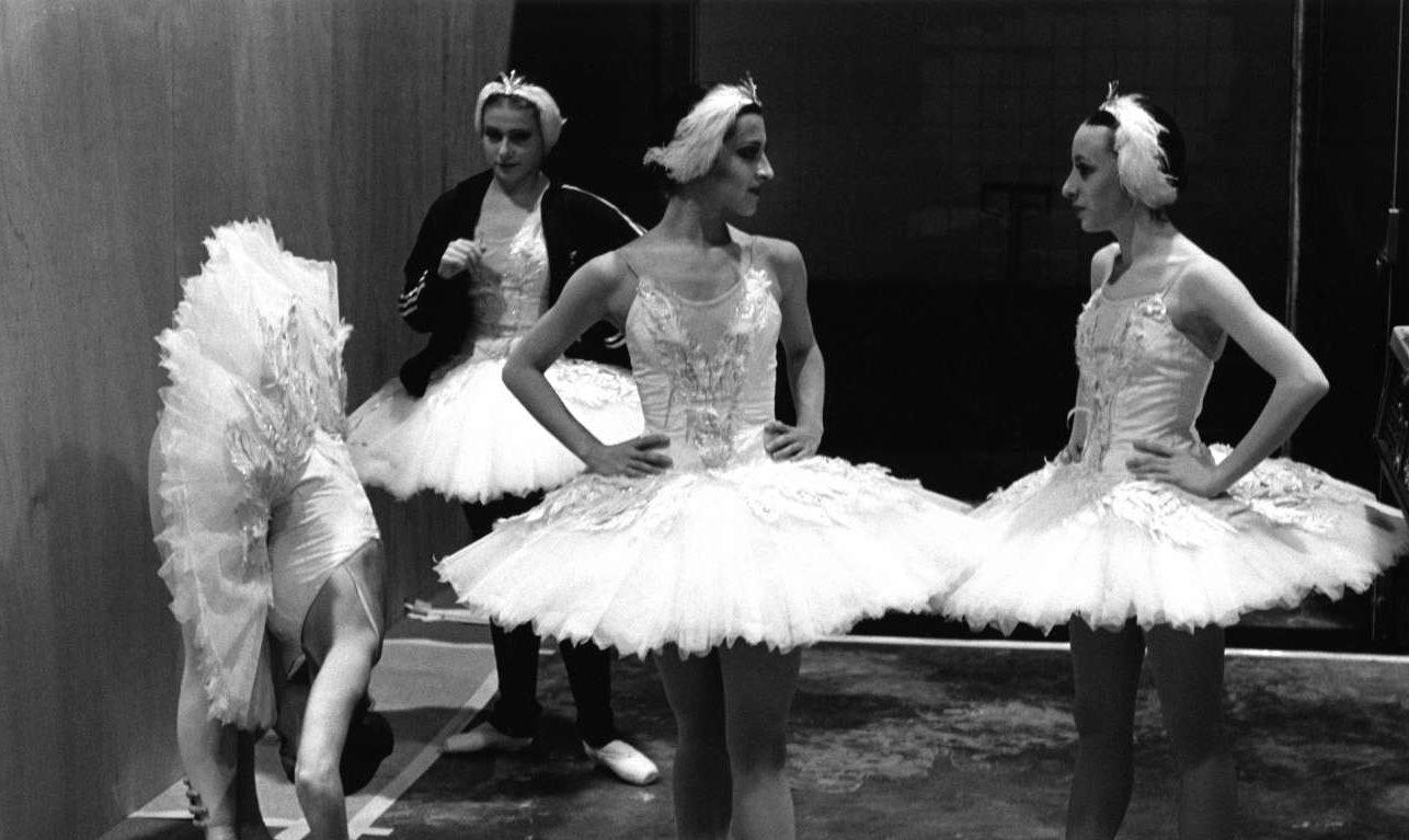 Χορεύτριες του Εθνικού Μπαλέτου της Βρετανίας σε περιοδεία στην Αυστραλία και το Χονγκ Κονγκ, το 1999
