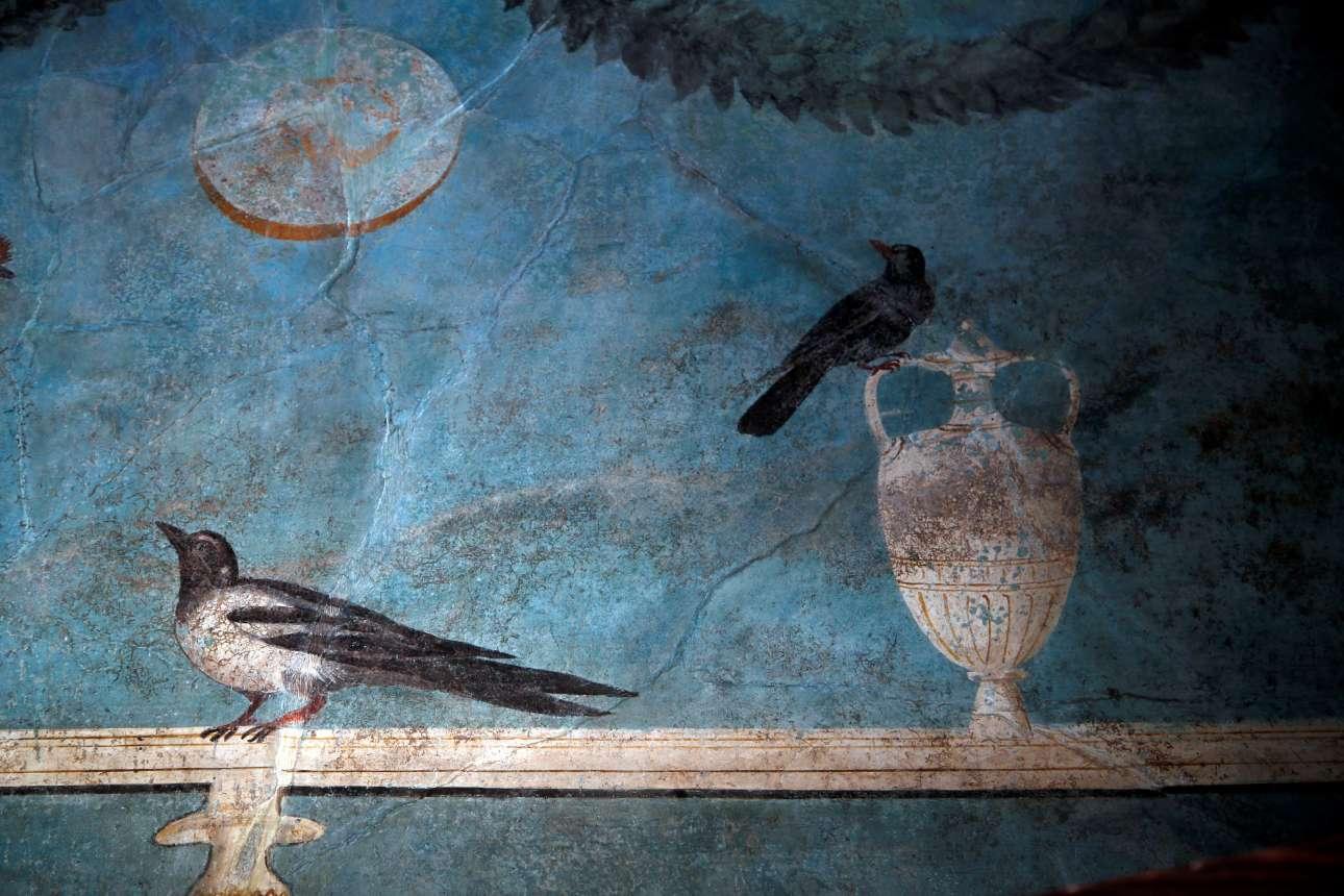 Λεπτομέρεια από μία τοιχογραφία στο Σπίτι του Οπωρώνα. Το σπίτι ονομάστηκε έτσι γιατί έχει περίτεχνες διακοσμήσεις με θέματα από τη φύση, από τις ομορφότερες που έχουν βρεθεί στην Πομπηία