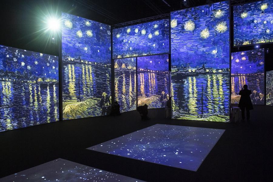 Ελβετία. Στη multimedia έκθεση «Van Gogh Alive» της Ζυρίχης πολλαπλασιάζεται ο έναστρος ουρανός του σπουδαίου ολλανδού ζωγράφου