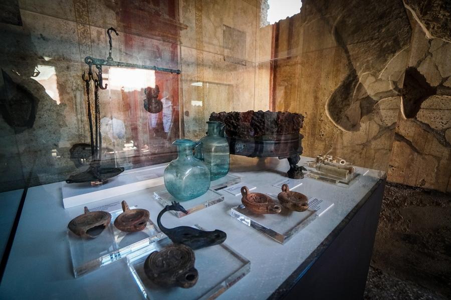 Αντικείμενα που βρέθηκαν –και εκτίθενται– μέσα στο Σπίτι των Εραστών