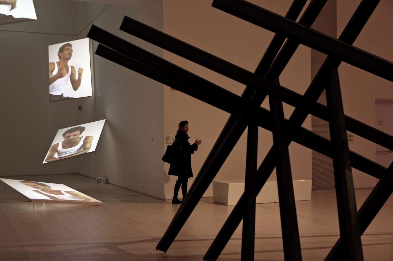 Στις αίθουσες με τις μόνιμες συλλογές υπάρχουν 172 έργα 78 ελλήνων και ξένων καλλιτεχνών