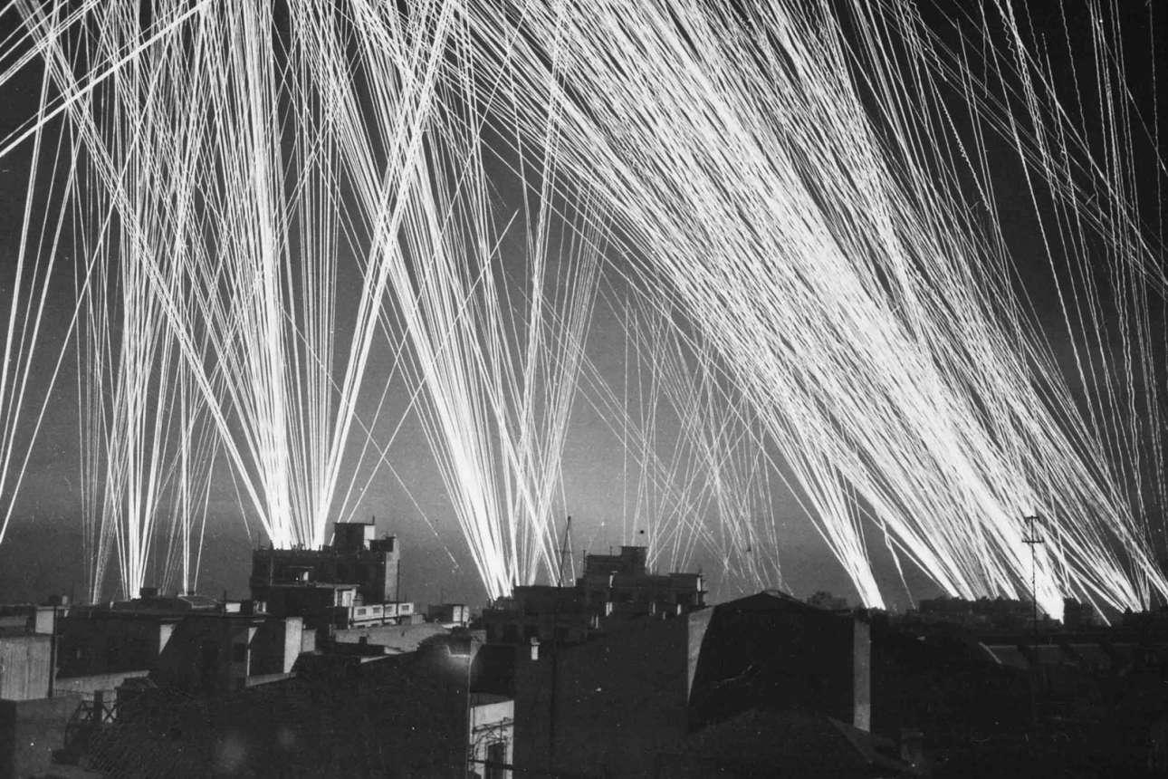 1943, Αλγέρι: τα στούκας βομβαρδίζουν, αλλά τα αντιεροπορικά πυρά είναι πυκνά