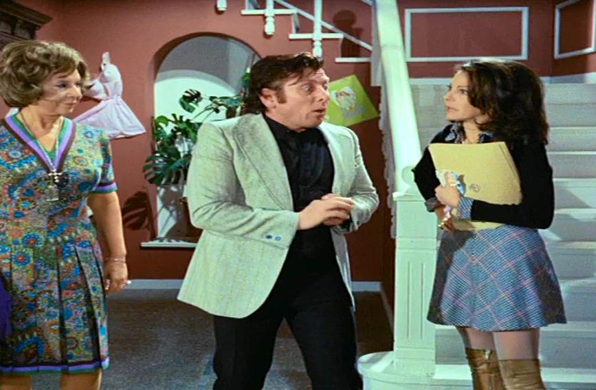 Με τη Σμάρω Στεφανίδου και την Μπέτυ Λιβανού στο φιλμ «20 γυναίκες κι εγώ» (1973) του Δαλιανίδη