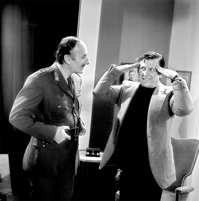 O Βουτσάς στο φιλμ «Ενα τανκς στο κρεβάτι μου» (1975). Μια απόπειρα του Δαλιανίδη και του Βουτσά να κάνουν πολιτική σάτιρα για τη χούντα που μόλις είχε πέσει