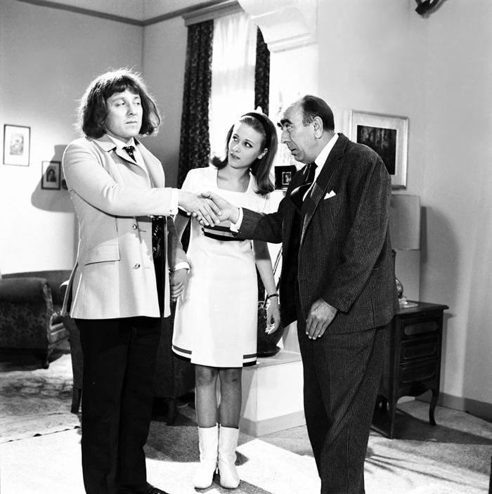 Με τη Νόρα Βαλσάμη και τον Διονύση Παπαγιαννόπουλο στο «Γαμπρός από το Λονδίνο» (1967) του Δαλιανίδη