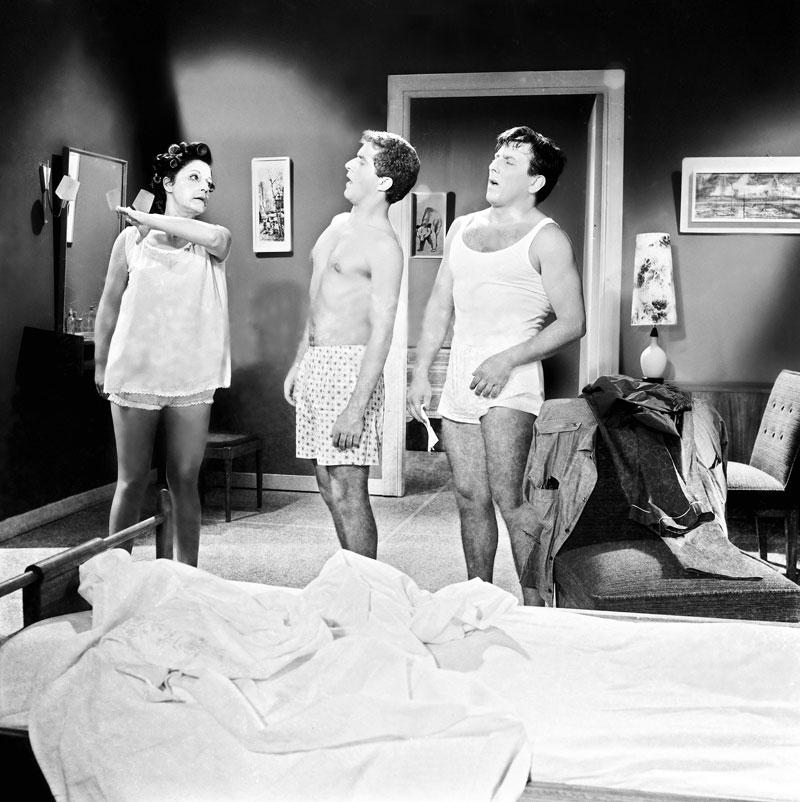 Ρένα Βλαχοπούλου, Αλέκος Τζανετάκος και Κώστας Βουτσάς στο «Κορίτσια για φίλημα» (1965) του Δαλιανίδη