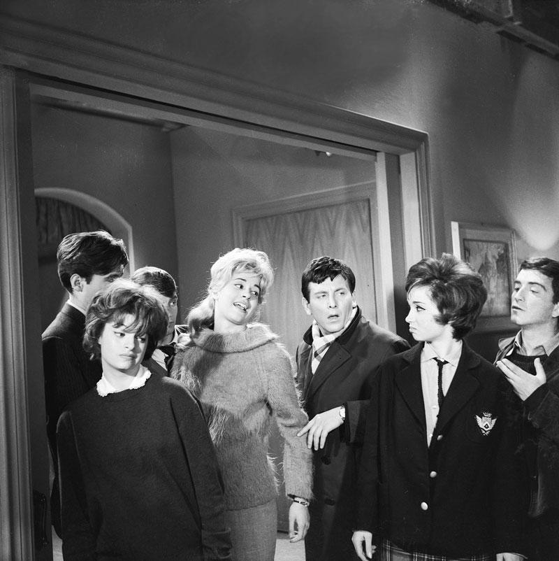 Στο «Νόμος 4000» (1962) του Δαλιανίδη, ανάμεσα στη Χλόη Λιάσκου και την Κατερίνα Γώγου