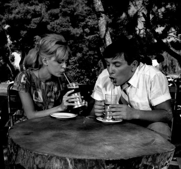 Ιδανικό ζευγάρι, ο Κώστας Βουτσάς ως «Κλέοπας», με τη Χλόη Λιάσκου, τη «Μαίρη», στο «Μερικοί το προτιμούν κρύο»