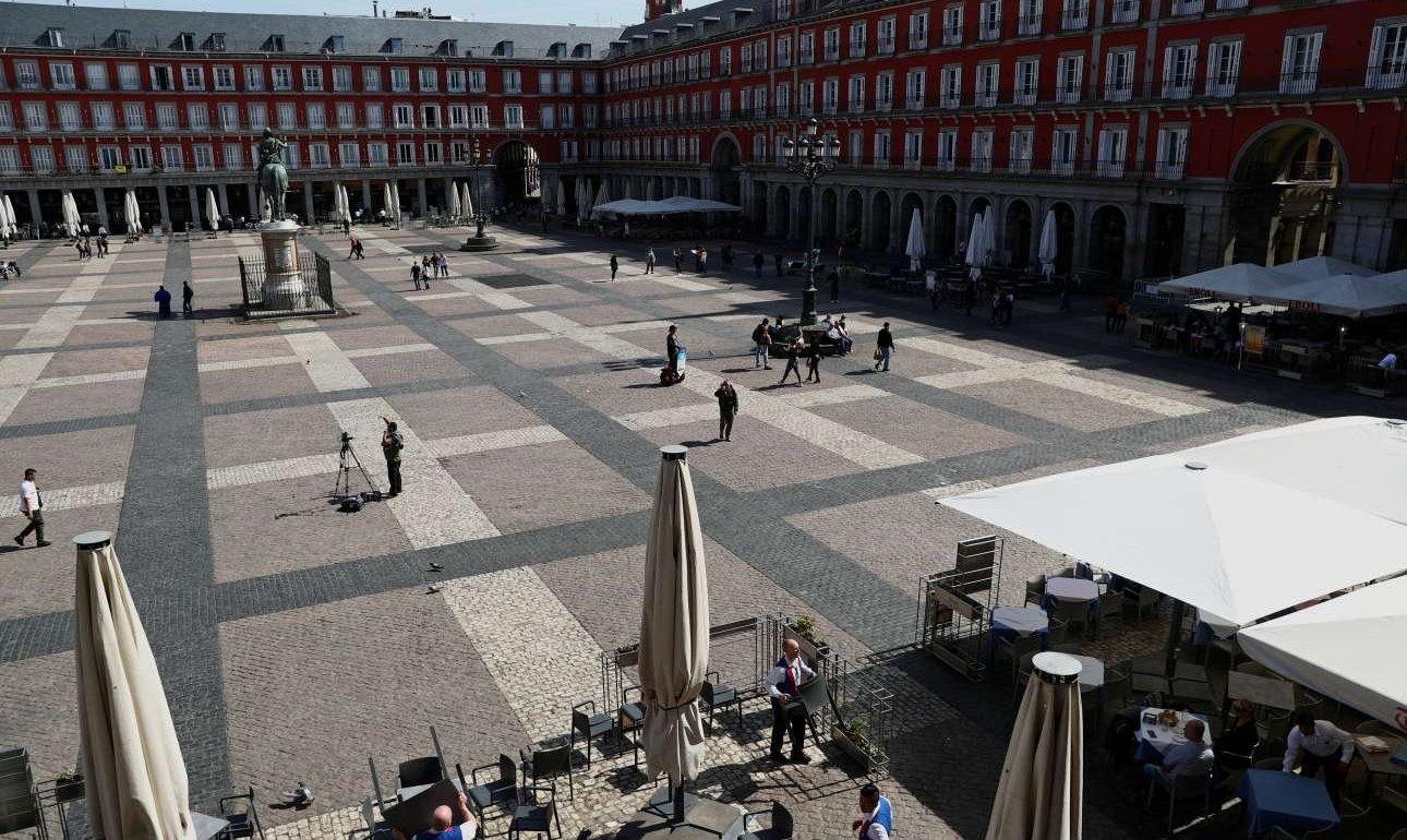 Χτύπησε «κόκκινο» η Ισπανία – Σε καραντίνα 70.000 άνθρωποι