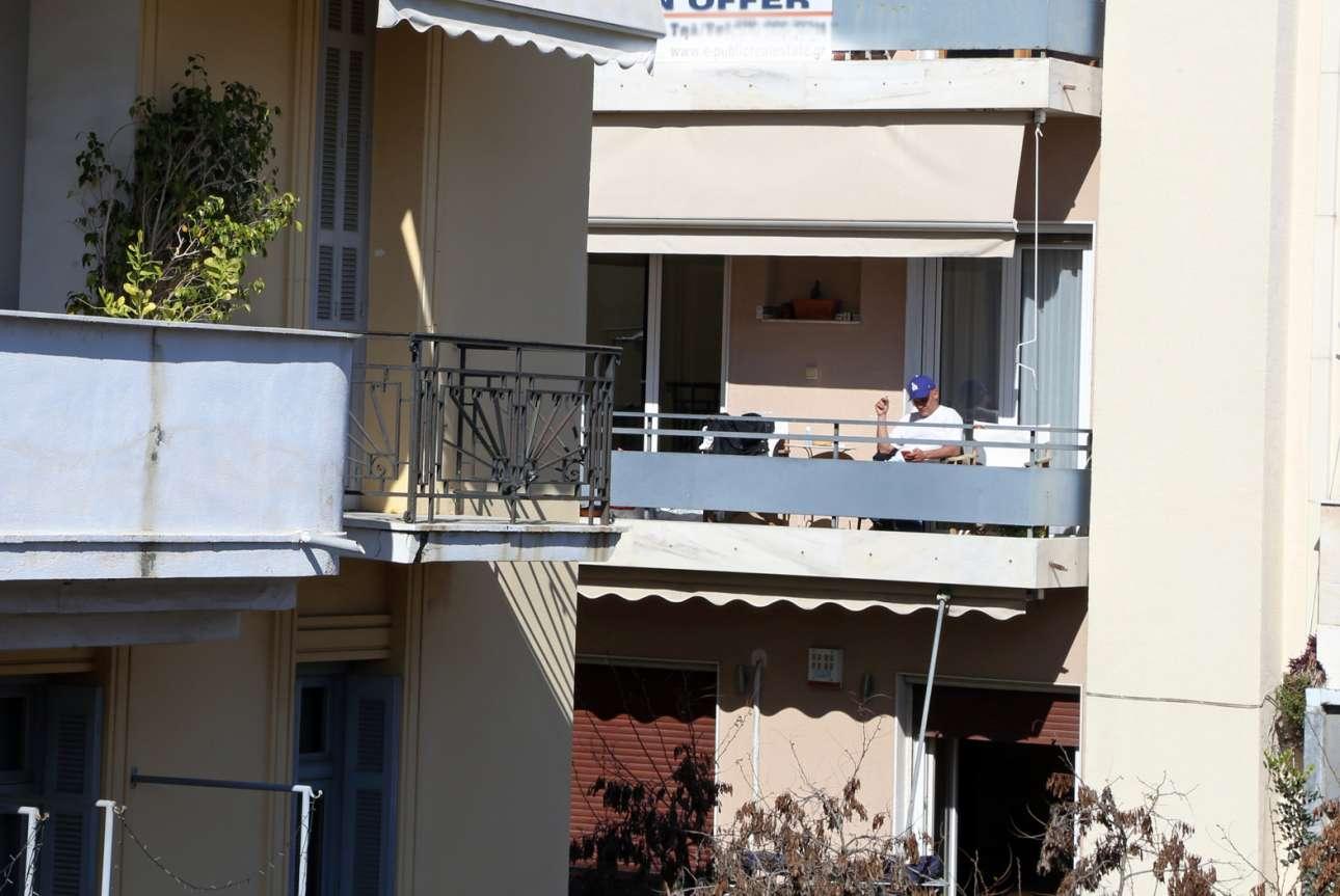 Στην Αθήνα ο καιρός ευνοεί για περισυλλογή, τσιγάρο και σκρολάρισμα στον ήλιο