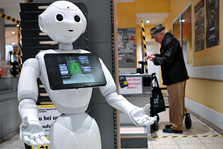 Γερμανία. Αυτό το ρομπότ-νοσοκόμα ακούει στο όνομα «Πιπέρι» και βοηθά τους πελάτες του σουπερμάρκετ να κρατούν μεταξύ τους τις ενδεδειγμένες αποστάσεις. «Νόστιμο»