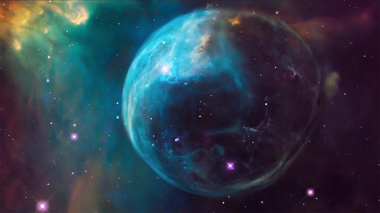 «Η φυσαλίδα». Σε απόσταση περίπου επτά χιλιάδων ετών φωτός από την Γη βρίσκεται ένα νεαρό άστρο ηλικίας μόλις 4 εκατ. ετών το οποίο όμως καίει τόσο γρήγορα τα καύσιμα του που σύμφωνα με τους επιστήμονες σε 10-20 εκατ. έτη θα καταστραφεί σε μια έκρηξη σουπερνόβα. Τα εξωτερικά στρώματα του άστρου απομακρύνονται από αυτό και τα φαινόμενα που παράγονται από τις διαφόρων ειδών αλληλεπιδράσεις της αστρικής ύλης έχουν ως αποτέλεσμα τον σχηματισμό μια κοσμικής δομής που μοιάζει με φυσαλίδα και οι επιστήμονες ονόμασαν το σημείο αυτό Νεφέλωμα της Φυσαλίδας