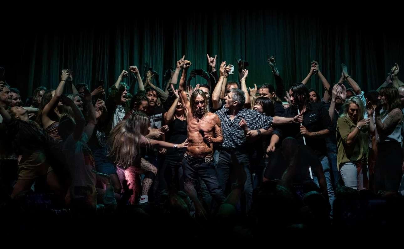 Ο Αντουάν Βέλινγκ από την Αυστραλία είναι ο νικητής στην κατηγορία Πολιτισμός με τη φωτογραφία του «Mark 5:28», η οποία καταγράφει τη στιγμή που κάποιοι από το κοινό ανέβηκαν στη σκηνή για να χορέψουν μαζί με τον Ιγκι Ποπ στη συναυλία του στην Όπερα του Σίδνεϊ