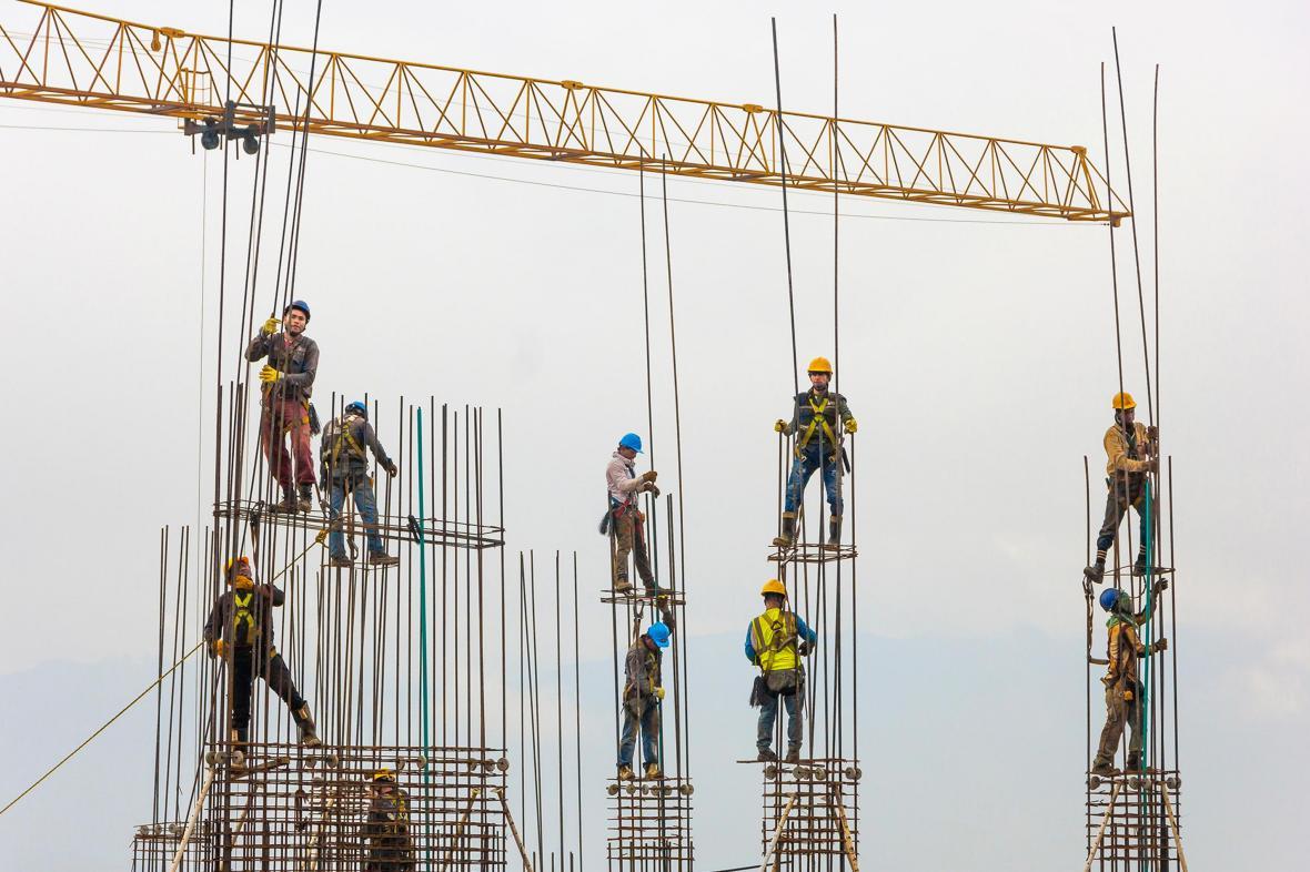 Εργάτες κατασκευαστικής εταιρείας στο Μεντεγίν της Κολομβίας