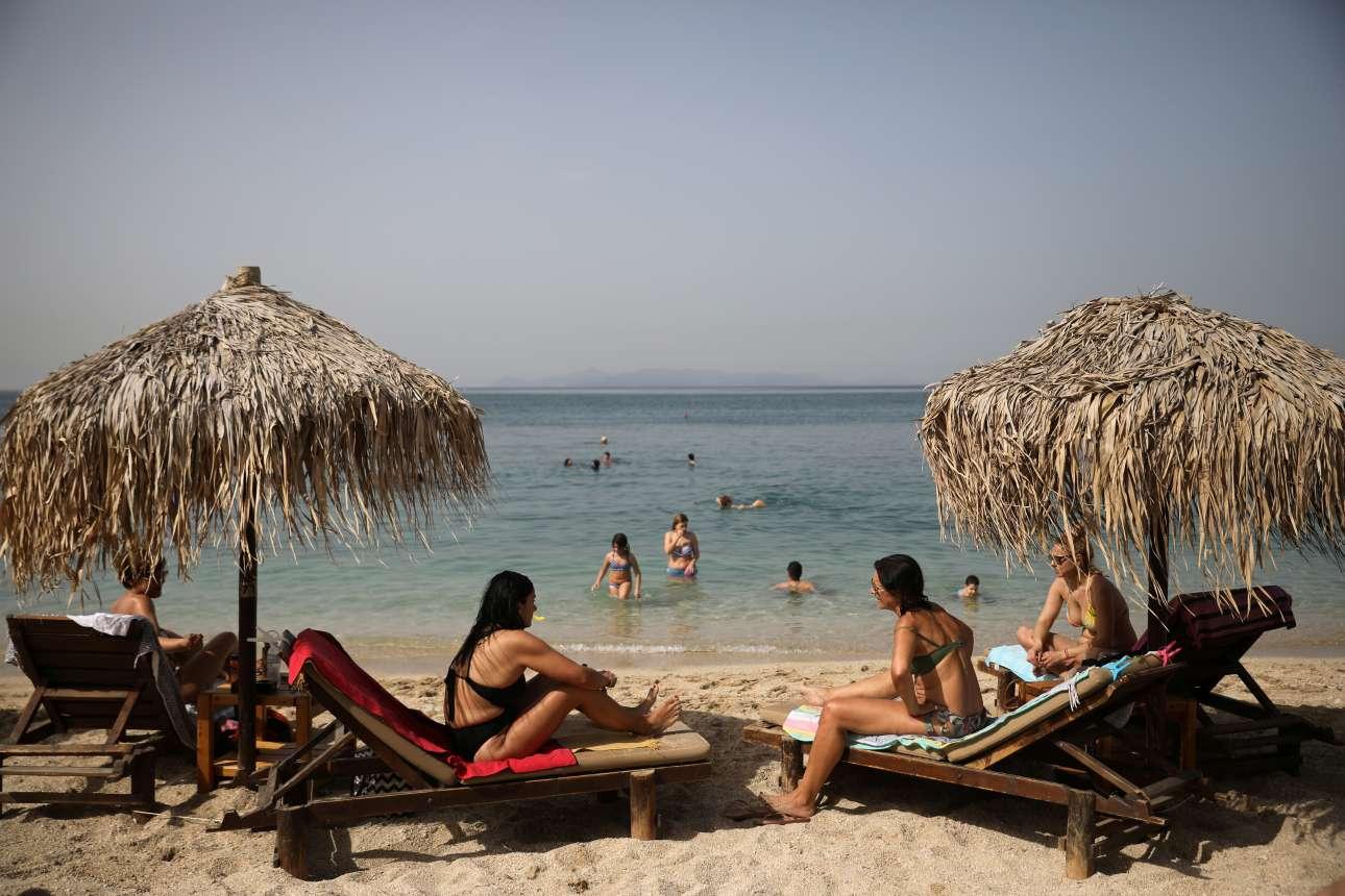 Από νωρίς οι παραλίες -οργανωμένες και μη- γέμισαν κόσμο