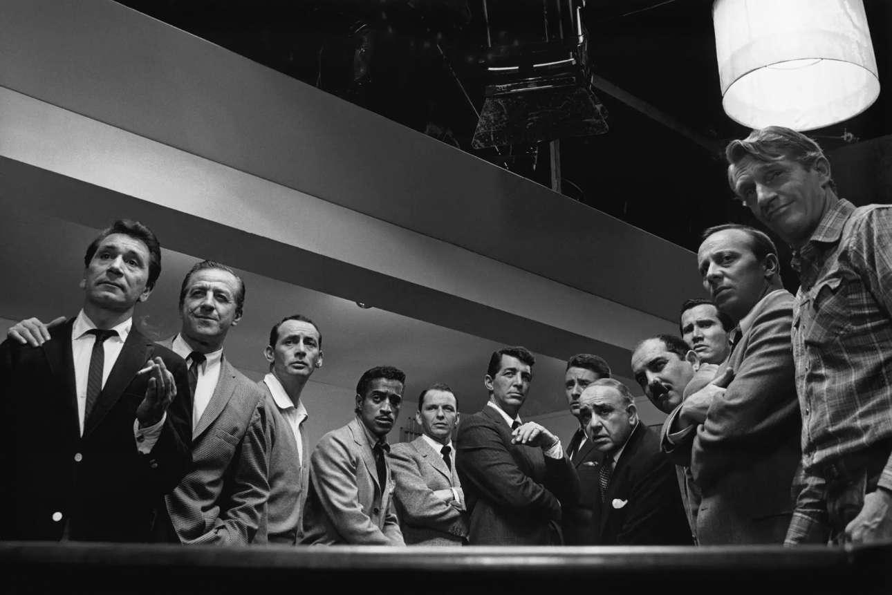 Η επιτομή του σικ: το καστ της ταινίας «Η Συμμορία των 11», το 1960. Στο κέντρο διακρίνονται οι Σάμι Ντέιβις Τζούνιορ, Φρανκ Σινάτρα, Ντιν Μάρτιν και Πίτερ Λόφορντ