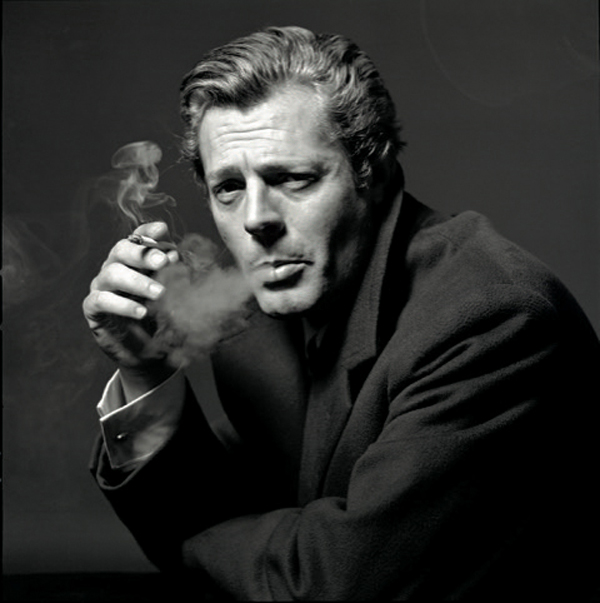 Ο ιταλός αστέρας του κινηματoγράφου Μαρτσέλο Μαστρογιάνι φωτογραφημένος από τον Μπερτ Στερν το 1963