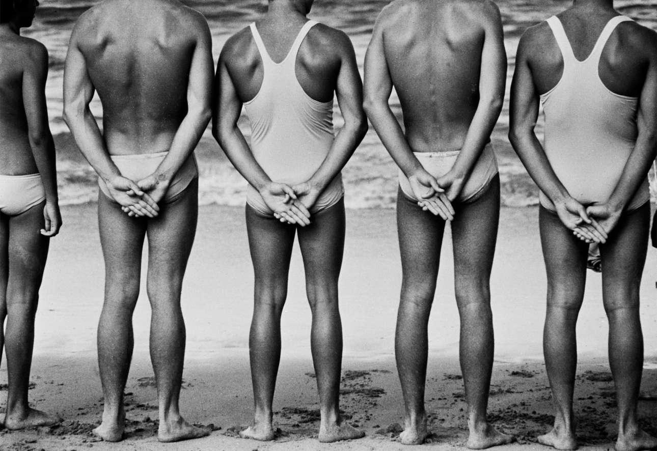 Ναυαγοσώστες σε παραλία του Σίδνεϊ το 1971