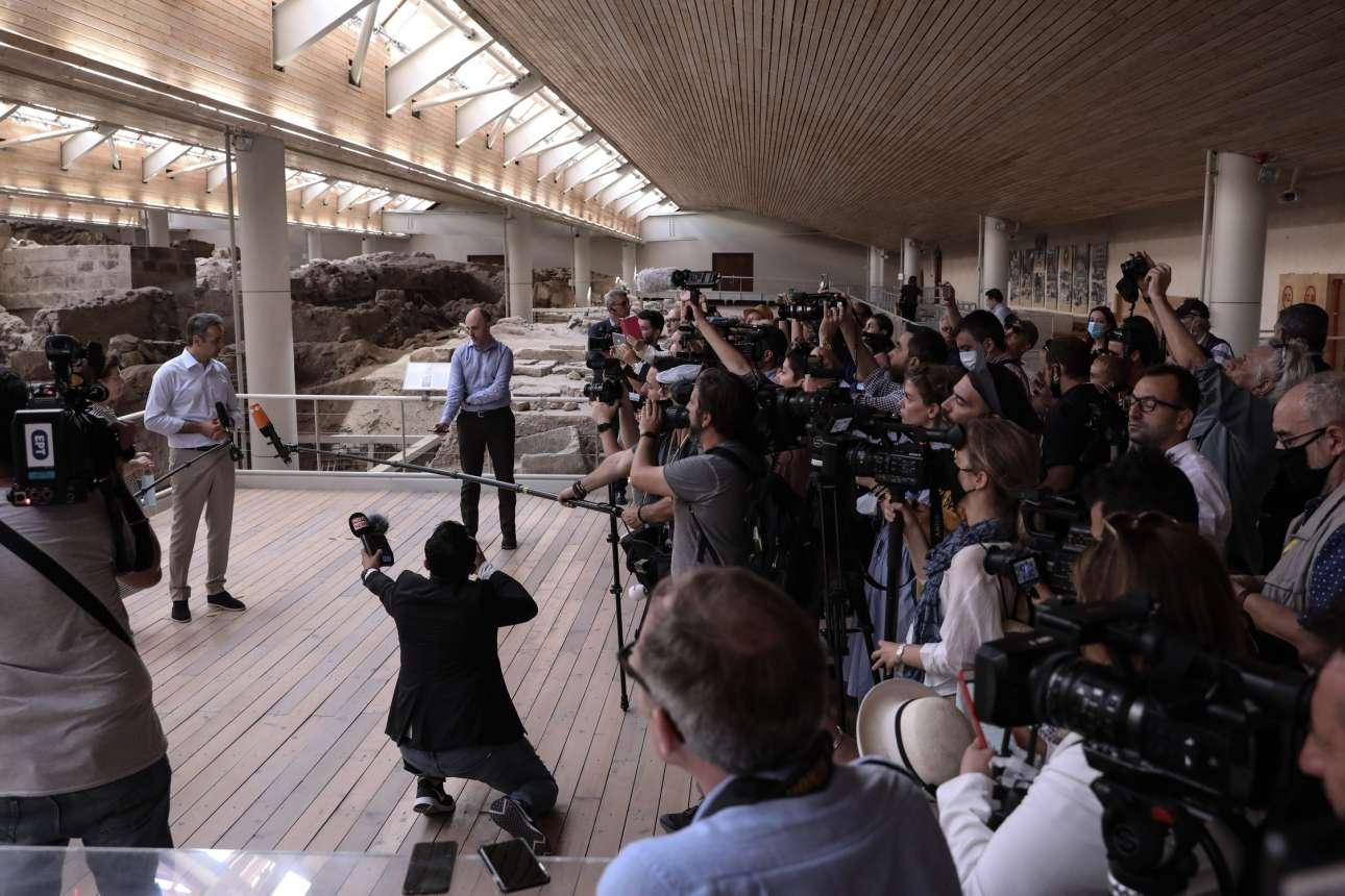 O Κυριάκος Μητσοτάκης στις δηλώσεις του προς τα διεθνή κυρίως ΜΜΕ από το Ακρωτήρι
