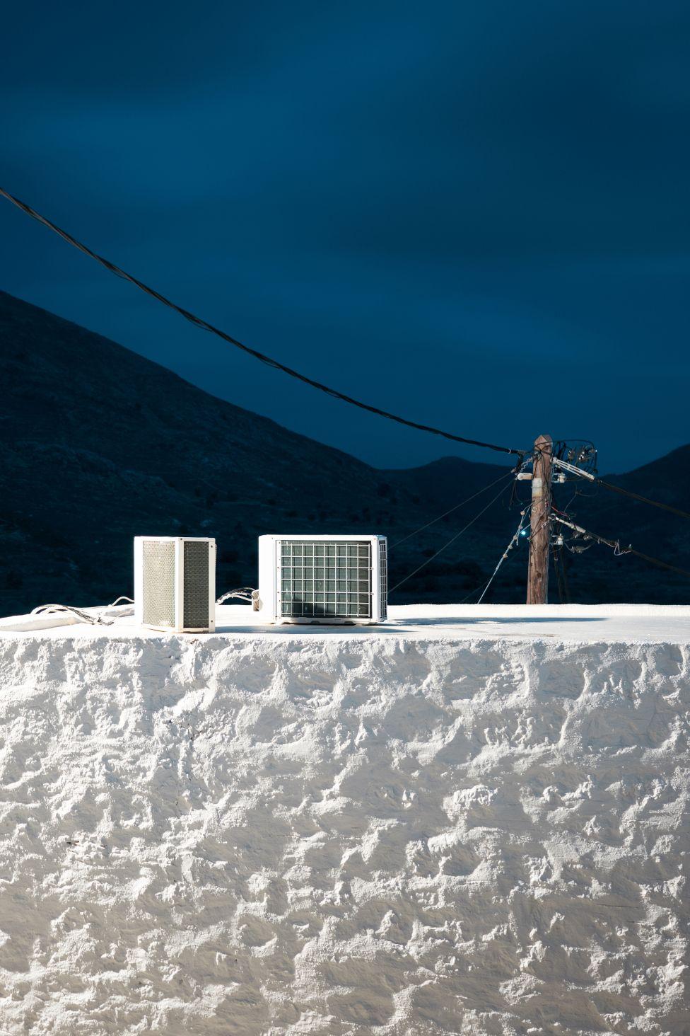 Η Ιωάννα Σκελλαράκη, εκπροσωπώντας το Royal College of Art αναδείχτηκε νικήτρια στην κατηγορία «Student» με την «Αειφορία», σειρά της νυχτερινών φωτογραφιών από ηλιακούς συλλέκτες, ανεμογεννήτριες και μπαταρίες στην Τήλο