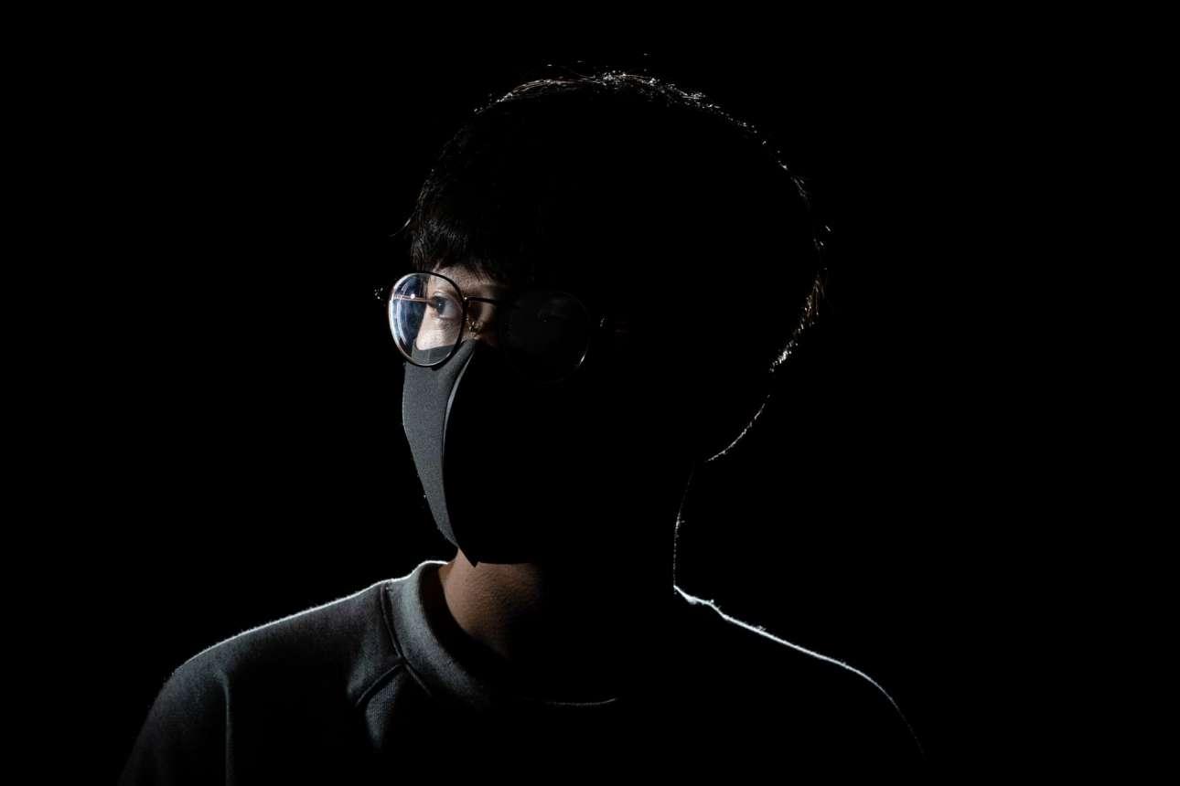 Ο νικητής της κατηγορίας «Documentary» Τσανγκ Μινγκ Χο παρουσίασε τη σειρά «Wounds of Hong Kong», με διαδηλωτές στο Χονγκ Κονγκ