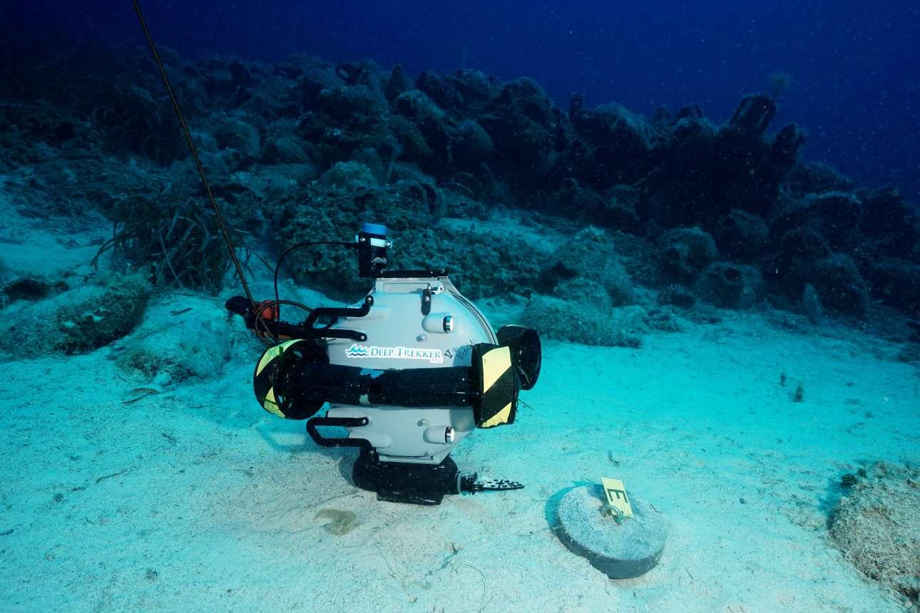 Ενα ειδικό όχημα ROV σκανάρει τον βυθό των Σποράδων