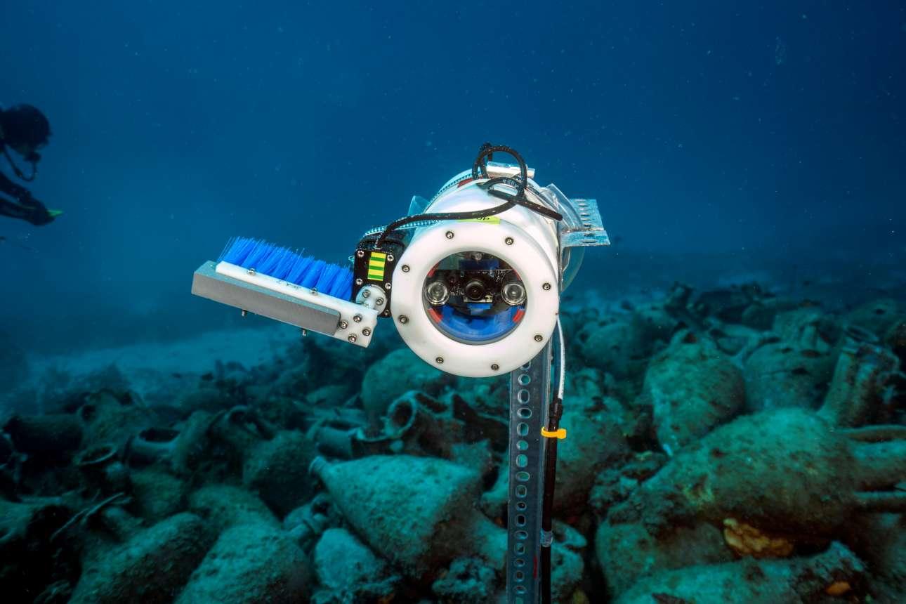 Υποβρύχιες κάμερες επιτηρούν τον χώρο και με τη χρήση λογισμικού αναγνώρισης εικόνας ενημερώνουν τους διαχειριστές αμέσως στην περίπτωση που το ναυάγιο κινδυνεύσει με κάποιο τρόπο