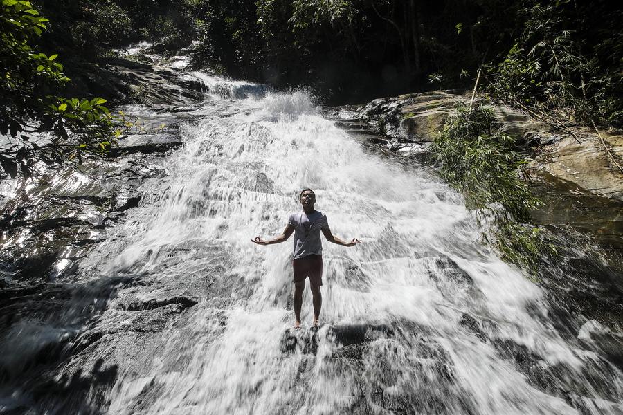 Παιχνίδια στον καταρράκτη της Κουάλα Λουμπούρ, καθώς και στη Μαλαισία από 1ης Ιουλίου έχουν επιτραπεί οι «ψυχαγωγικές δραστηριότητες» σε ποτάμια, λίμνες, θαλάσσια νερά