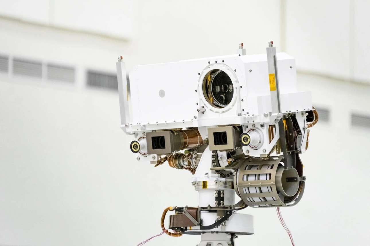 Τα μάτια του ρόβερ. Το «κεφάλι» του ρομπότ θα αποτελείται από ένα σύνθετο μηχανισμό, στον οποίο ανάμεσα στα άλλα θα υπάρχουν δύο κάμερες που θα το βοηθούν να κινείται σωστά στο δύσβατο αρειανό τερέν