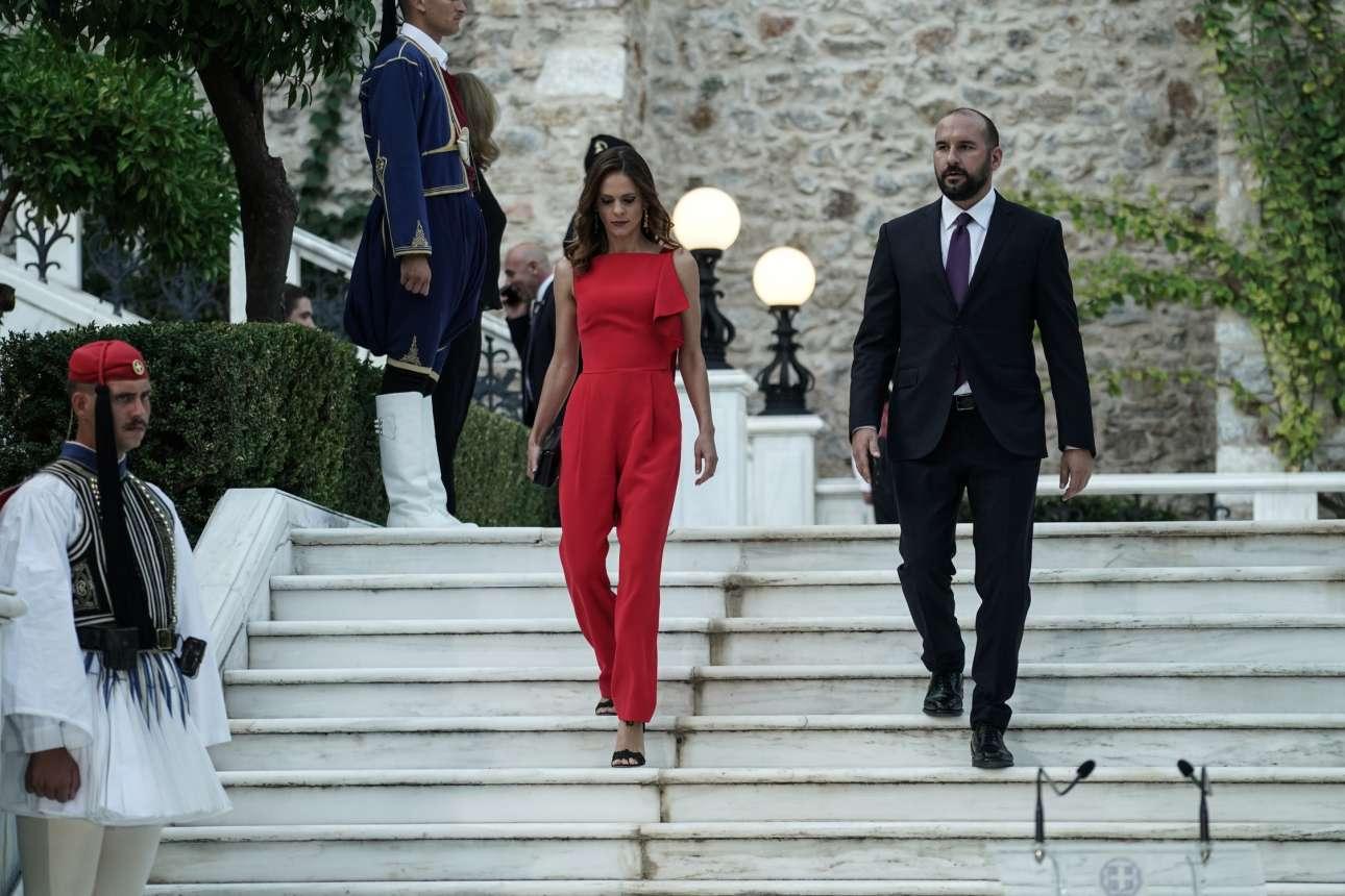 Ζευγάρι στη ζωή και στο κόμμα, η βουλευτής Επικρατείας και τομεάρχης Εργασίας του ΣΥΡΙΖΑ, Εφη Αχτσιόγλου καταφθάνει στη δεξίωση με τον κοινοβουλευτικό εκπρόσωπο της αξιωματικής αντιπολίτευσης Δημήτρη Τζανακόπουλο