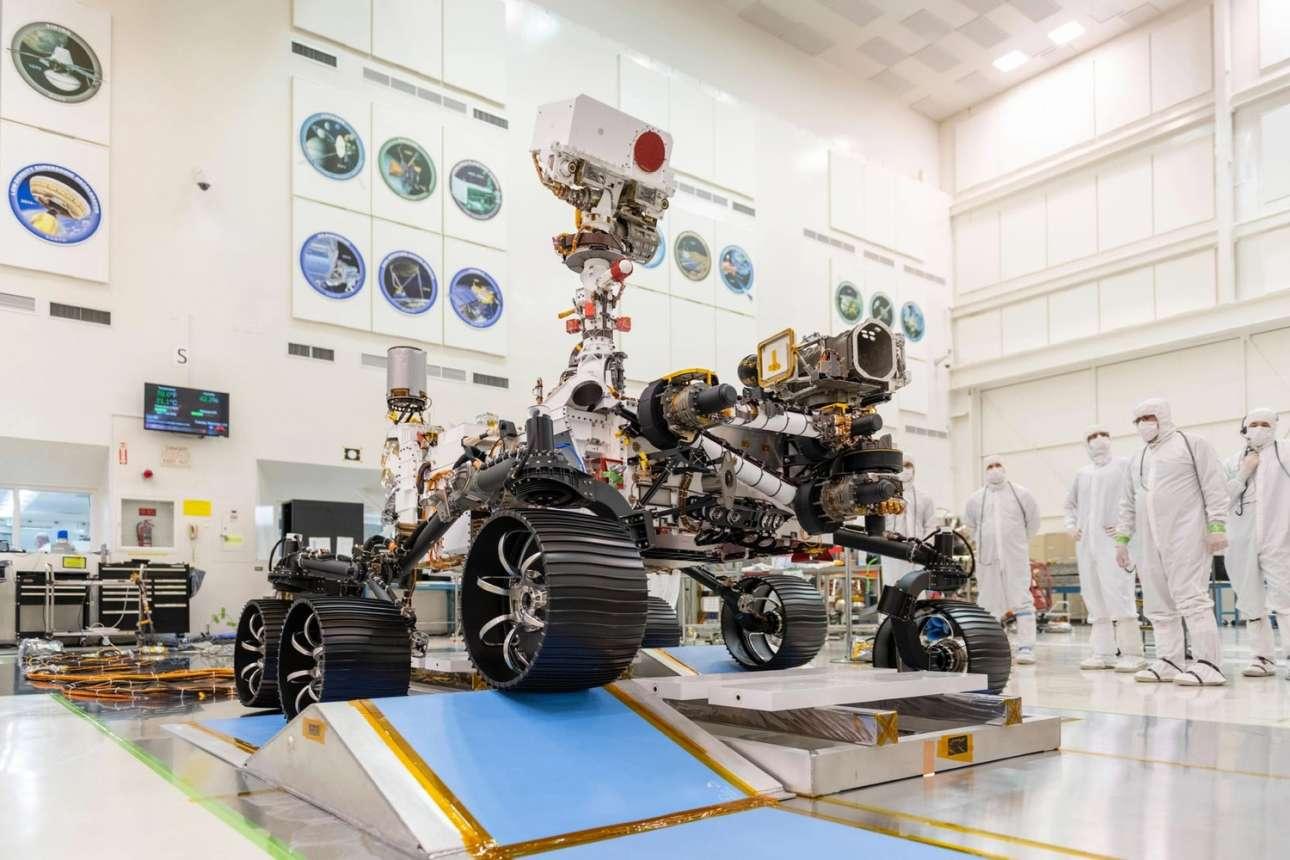 Ο εξερευνητής. Το ρόβερ διαθέτει ένα πλήθος οργάνων με τα οποία θα πραγματοποιήσει γεωλογικές και κλιματικές μελέτες, ενώ επίσης θα δοκιμάσει μια σειρά από τεχνολογίες που θα χρησιμεύσουν στις επανδρωμένες αποστολές που σχεδιάζονται να πραγματοποιηθούν τα επόμενα χρόνια στον Αρη