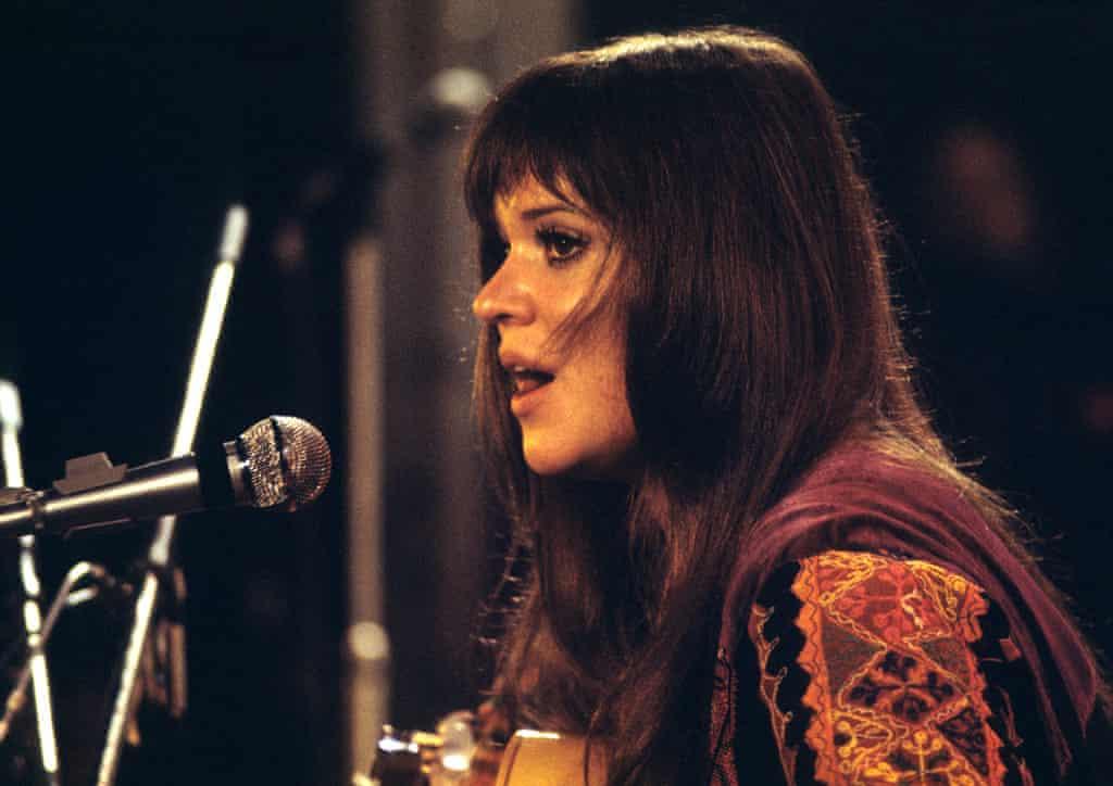 Η Μέλανι Σάφκα είχε έρθει στο Γούντστοκ, έναν χρόνο πριν, ως μία άσημη τραγουδίστρια, αλλά κατάφερε να φύγει με την ταμπέλα της σούπερ σταρ. Οι διαφωνίες της με την δισκογραφική της εταιρεία την ώθησαν να γράψει το τραγούδι «Look What They've Done to My Song, Ma», που τραγούδησε στην Νήσο Ουάιτ και μετέπειτα έγινε μεγάλη επιτυχία