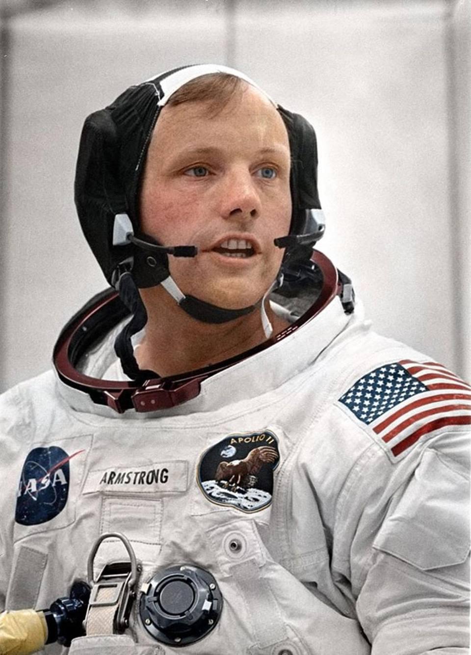 Ο πρώτος άνθρωπος που πάτησε στη Σελήνη, ο Νιλ Αρμστρονγκ,  επιχρωματισμένος