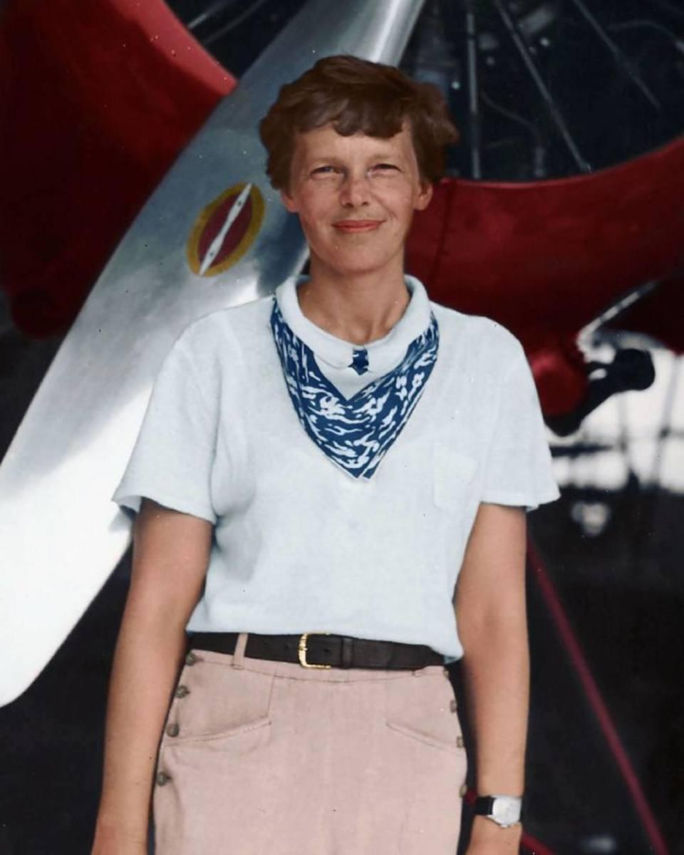 Η πρωτοπόρος της αεροπορίας -η πρώτη γυναίκα που διέσχισε πετώντας μόνη τον Ατλαντικό Ωκεανό- και συγγραφέας Αμέλια Ερχαρτ