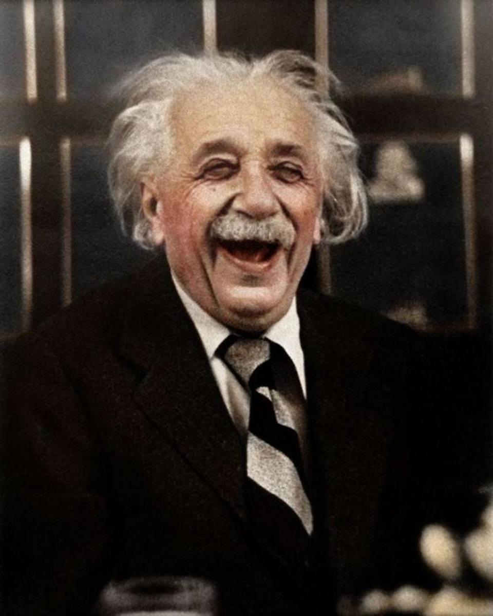 Το χρωματιστό γέλιο του Αλμπερτ Αϊνστάιν