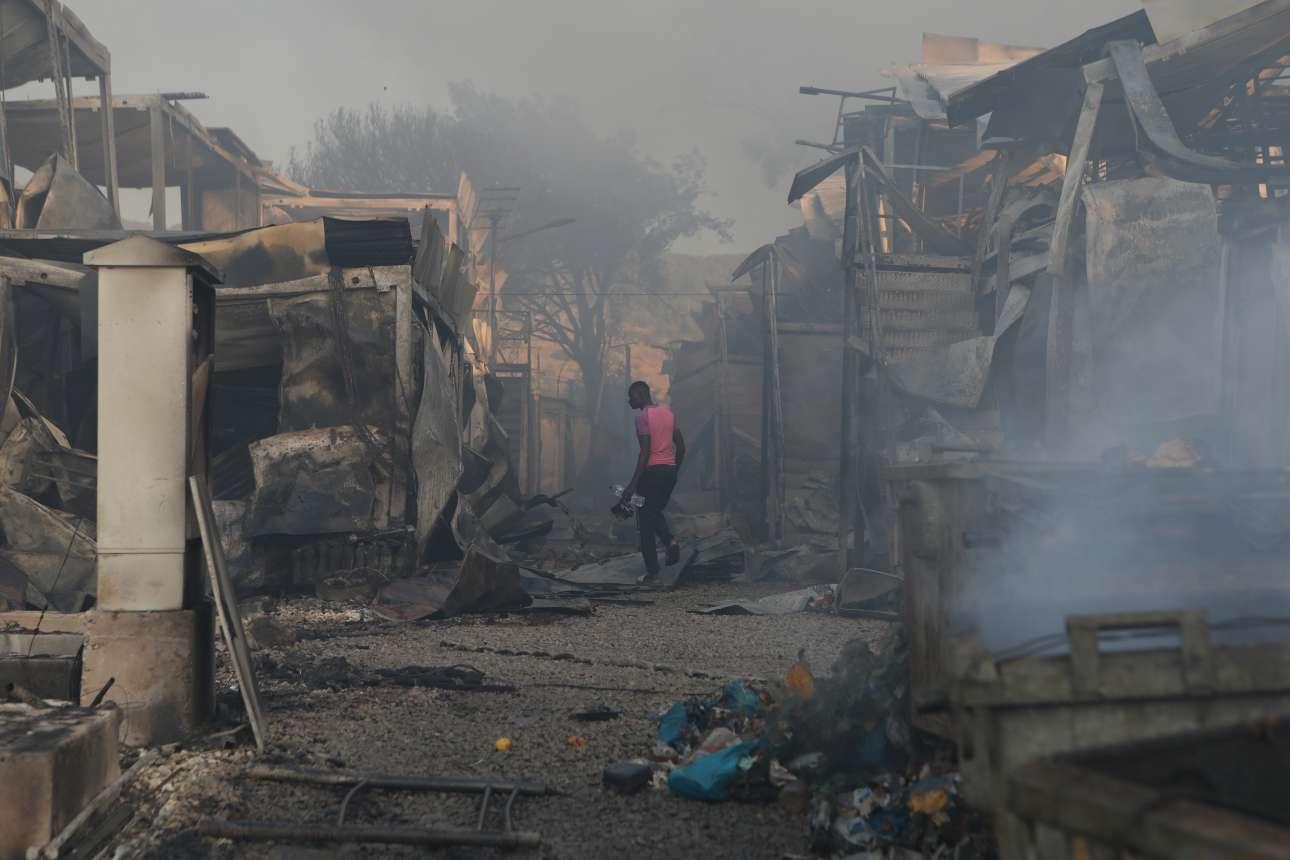 Ο,τι απέμεινε από τη μεγάλη πυρκαγιά στο ΚΥΤ της Μόριας