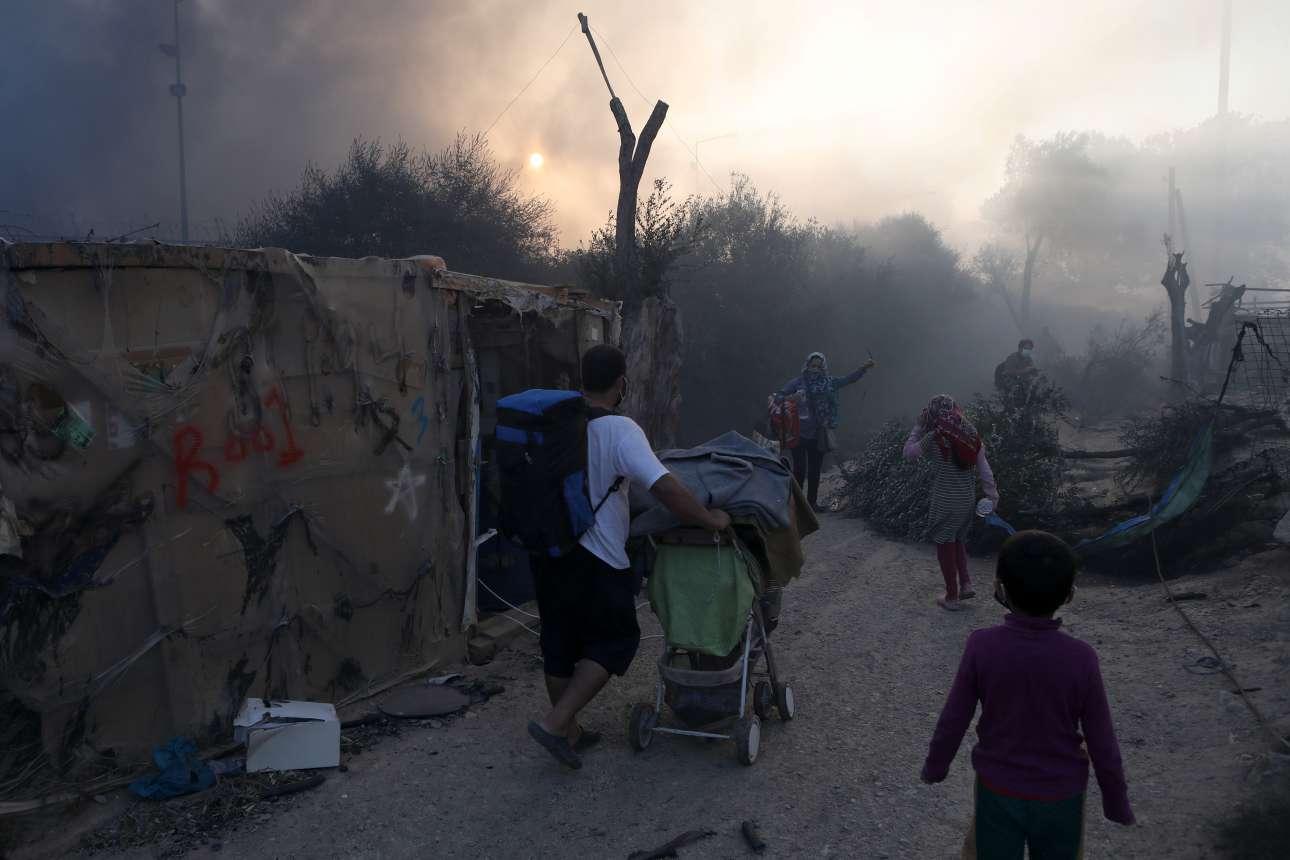 Οικογένειες προσφύγων και μεταναστών ξανά σε απόγνωση - κάηκαν σχεδόν όσα είχαν καταφέρει να φέρουν μαζί τους