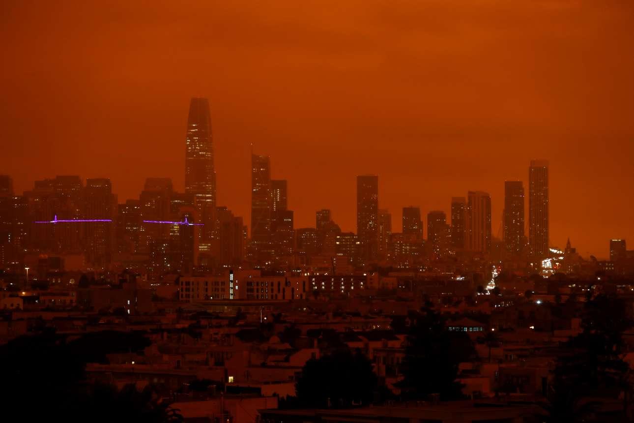Είναι μέρα, αλλά τα φώτα είναι απαραίτητα στο Σαν Φρανσίσκο