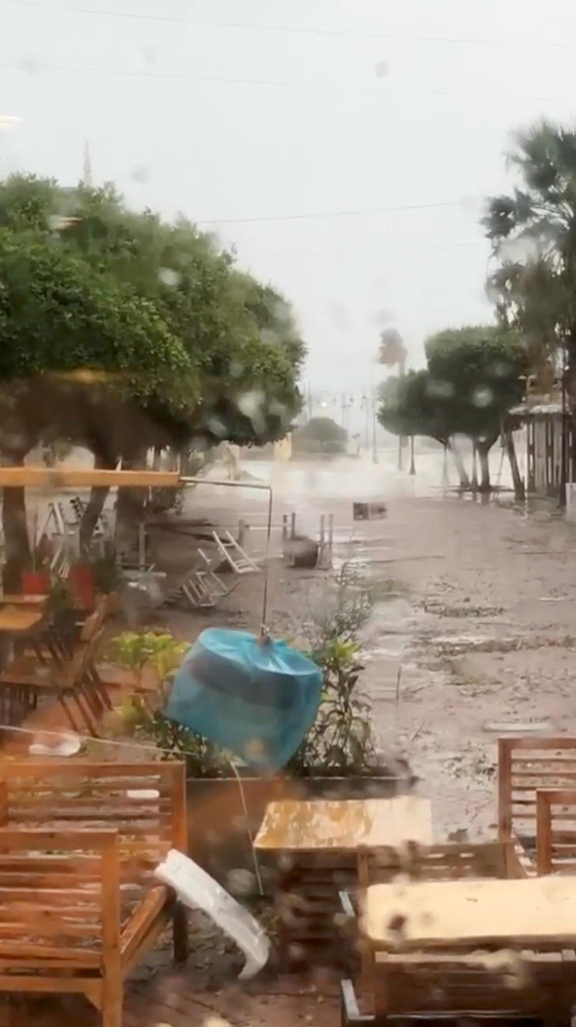Πλημμυρισμένοι δρόμοι στη Ζάκυνθο
