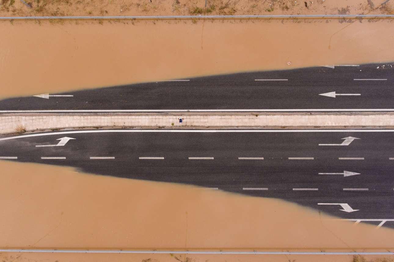 Πλημμυρισμένη εθνική οδός στην Καρδίτσα