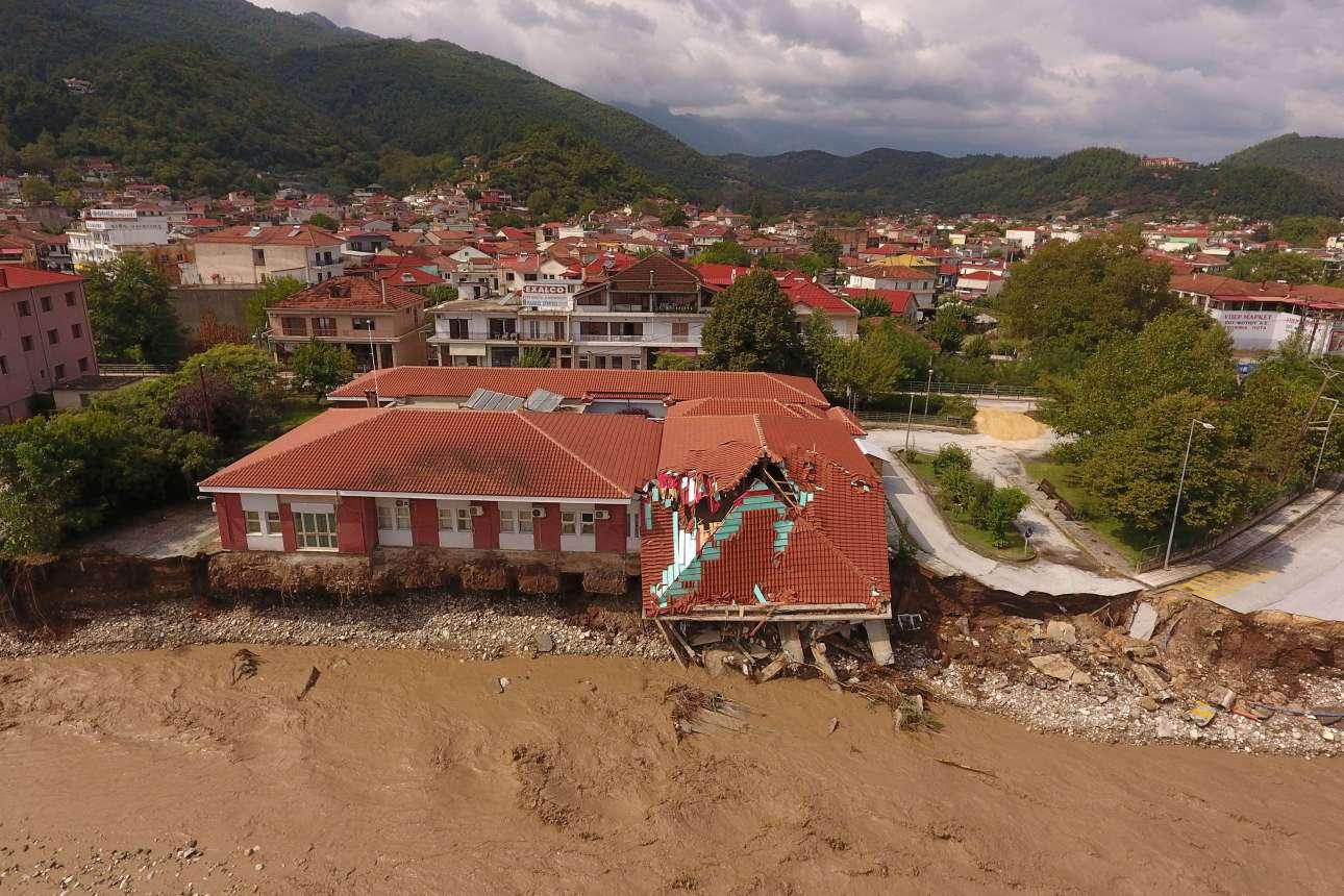 Κατεστραμμένα κτίρια στο Μουζάκι Καρδίτσας