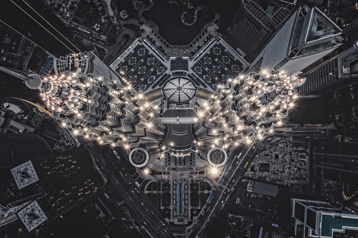 Πρώτο βραβείο αστικού τοπίου: «Εξωγήινη δομή στη γη», οι δίδυμοι πύργοι Petronas
