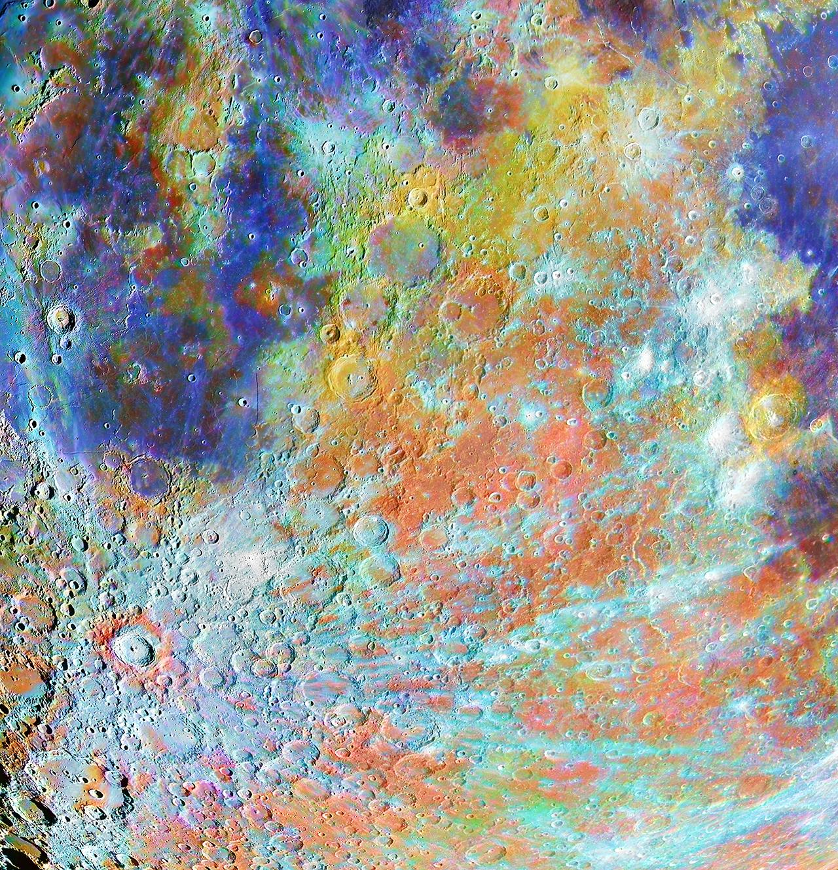 O κρατήρας. To πρώτο βραβείο στην κατηγορία «Ο Δορυφόρος μας» κέρδισε η φωτογραφία του Γάλλου Alain Paillou που δείχνει μια περιοχή κρατήρων στη Σελήνη στην οποία ξεχωρίζει ο κρατήρας Tycho. Ο κρατήρας ονομάστηκε έτσι προς τιμήν του κορυφαίου δανού αστρονόμου Tycho Brahe και αποτελεί έναν δημοφιλή στόχο παρατηρήσεων και καταγραφής εικόνων. Πρόκειται για έναν από τους νεότερους μεγάλους κρατήρες της Σελήνης, με την ηλικία του να υπολογίζεται σε περίπου 110 εκατ. έτη. Η φωτογραφία αποτελεί σύνθεση ασπρόμαυρων και έγχρωμων εικόνων της περιοχής, για να τονιστούν καλύτερα οι γεωλογικές λεπτομέρειές της